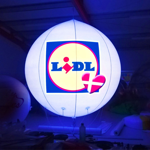 LIDL reklameballon med logo og LED-lys til promovering af deres nyåbenede forretninger