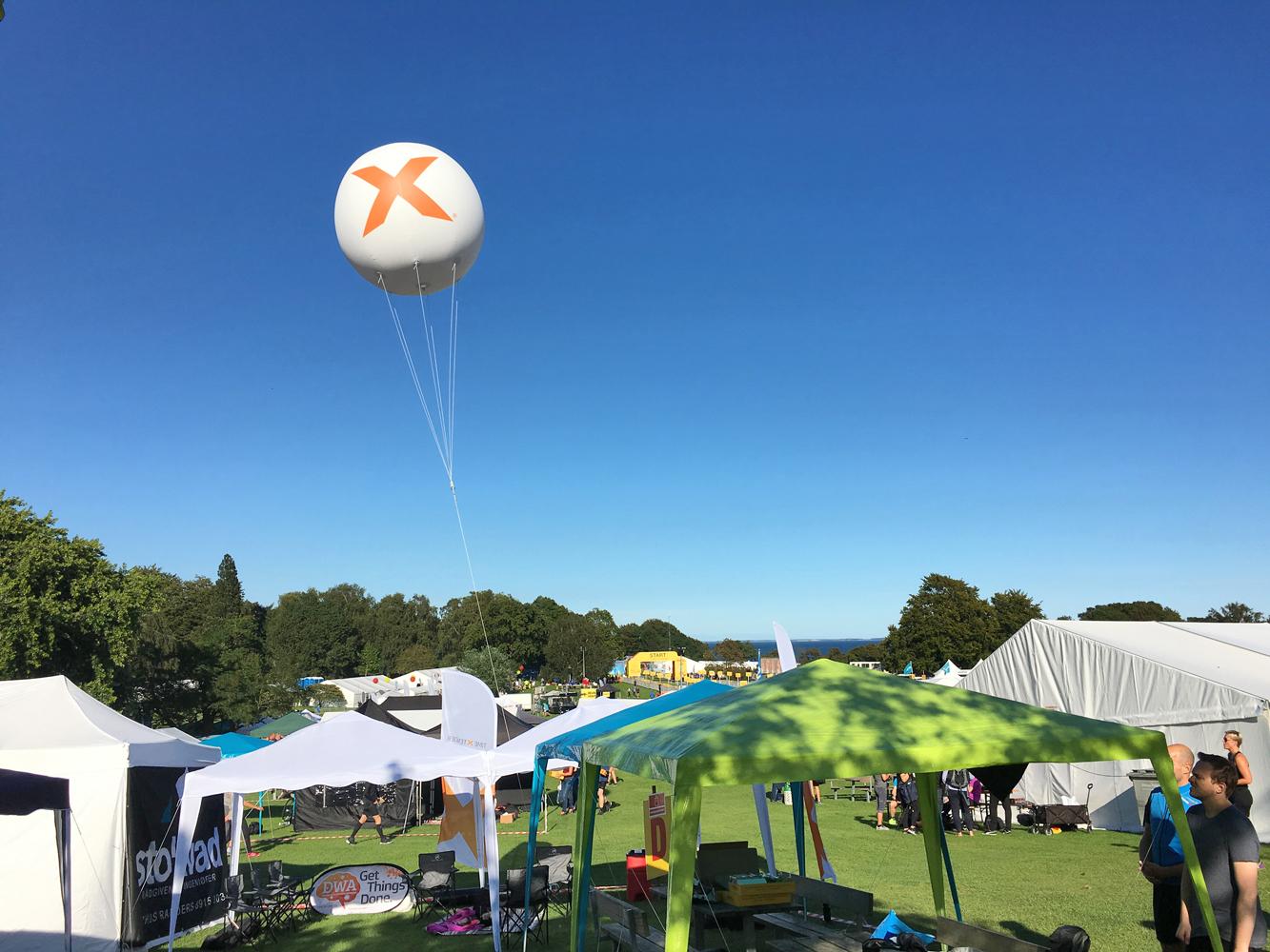 Svævende reklameballoner