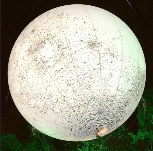 Helium luftballon med printet måneoverflade