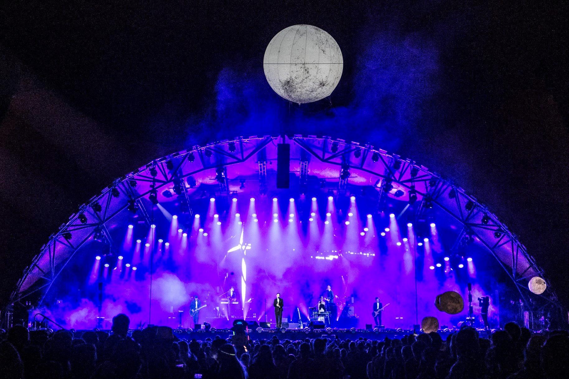 Reklameballon med lys som kæmpe måne ved Roskilde Festival '18