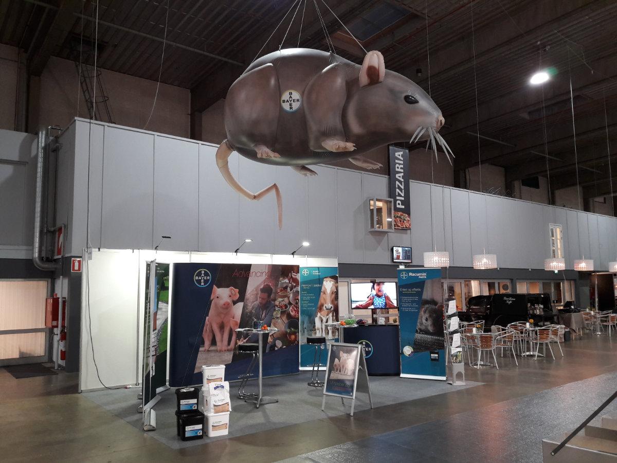 Oppustelig rotte som messeblikfang